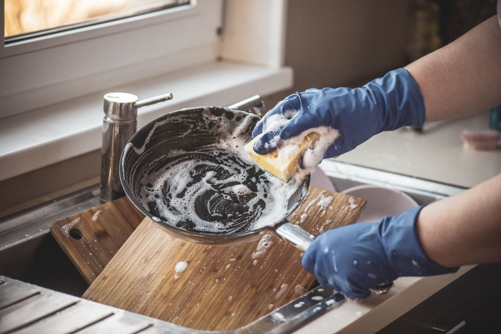 Stainless Steel Pan cleaning