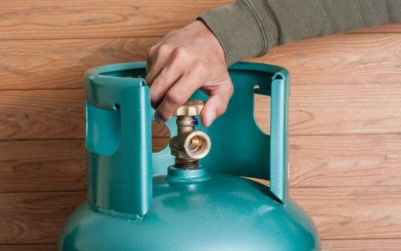how to unstick a propane tank valve